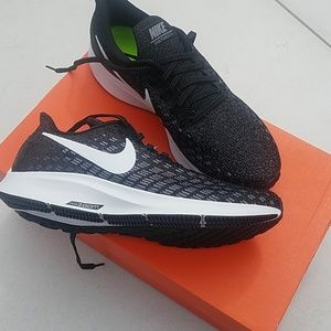 Nike women's air zoom pegasus 35 tb . Size 7
